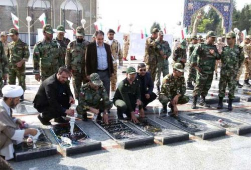 گلزارشهدای گنبد به مناسبت روز ارتش عطرافشانی شد